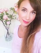 Kate pink selfie